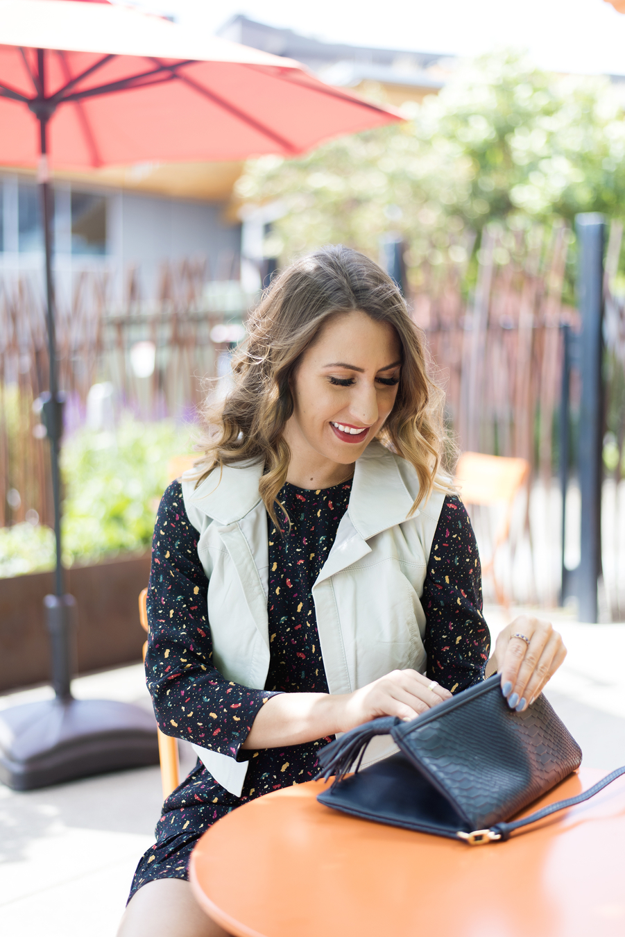 diary of this girl megan, seattle fashion blogger, navy crossbody bag